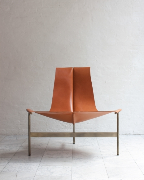 TG 15 LOUNGE CHAIR